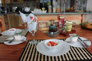 TSC B&B_Breakfast_Starter (Fruits/Yogurt/Cereal/Muesli)