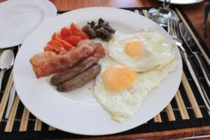 TSC B&B_Breakfast_Main (Eggs/Sausage/Bacon/Mushrooms/Tomatoes/Bread)